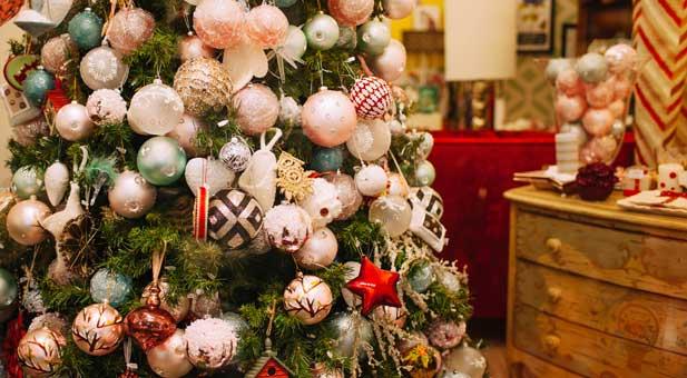 christmas-tree-PKMKQ2V-(1)